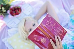 woman-reading-887274_1280 by jill111 - pixabay.com